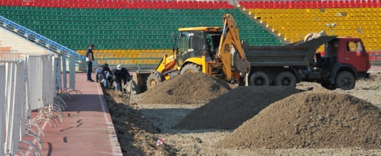 Последние штрихи наводят рабочие настадионе «Мунайшы»
